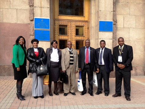 Zimbabwean delelegation led by Joseph Gondo, Principal Director, Ministry of Agriculture of Zimbabwe, in front of the Ukrainian Ministry of Agrarian Policy and Food in Kyiv, October 2014. (Photo from the official website of the Honorary Consulate of Zimbabwe in Ukraine)