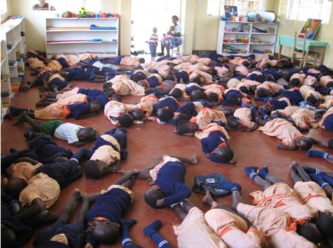 Rusinga Island kids taking a nap (Photo: Centre Narovinu)