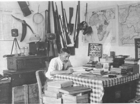 Casimir Zagourski in his studio in Kinshasa, 1925 (Source: Kosubaawate.blogspot.com)