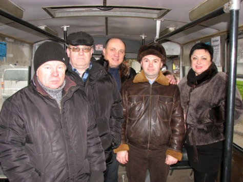 Kramatorsk municipal transportation authority people testing the new trolleybus line to the old city. December 28, 2015. Photo: Vitaliy Vyholov, Obshchezhytiye