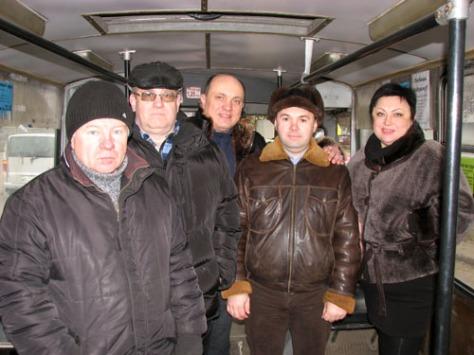 Kramatorsk municipal transportation authority people testing the new trolleybus line to the old city. December 28, 2015. Photo: Vitaliy Vyholov, Obshchezhytiye